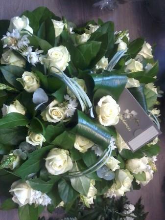 coussin carré de roses blanche assorti