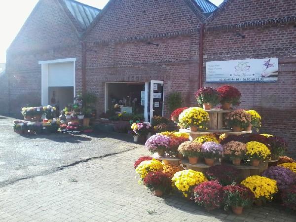 Grande vente de fleurs pour la toussaint ,en moyenne 280  chrysanthemes sur la semaine,grand choix de fleurs naturelles de qualite extra  et production de la region en pleine terre ,fleurs artificielles ,sur commande  personnalisation de plaques ,de portraits sur faience ,nettoyage de tombes